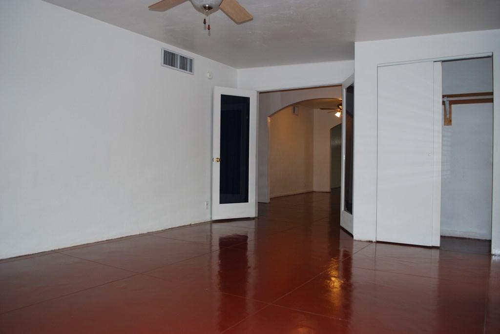 2601 E. Waverly St #1 Room 5