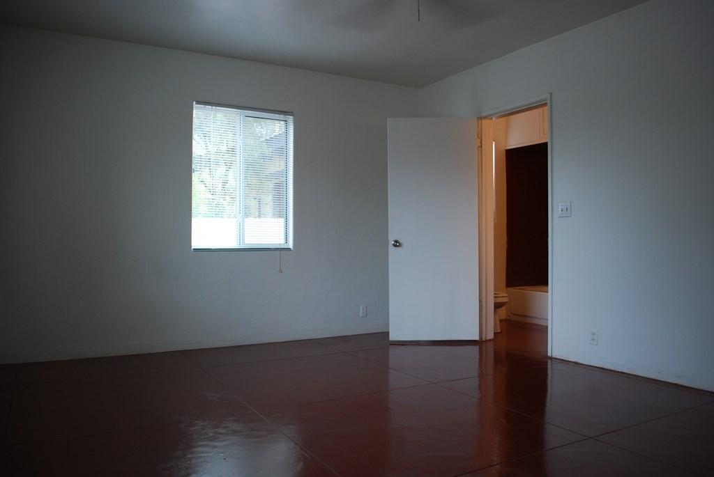 2601 E. Waverly St #1 Room 3