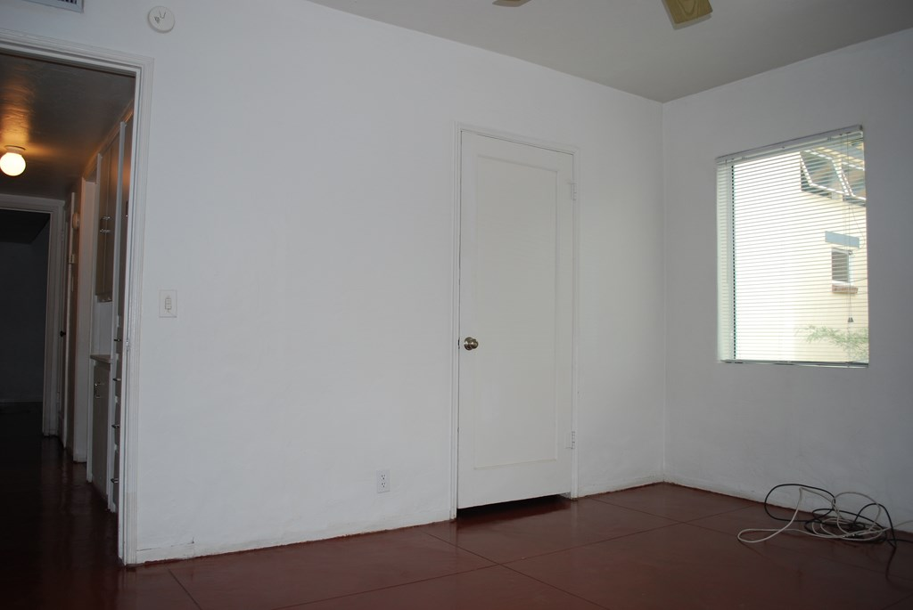 2601 E. Waverly St #1 Room