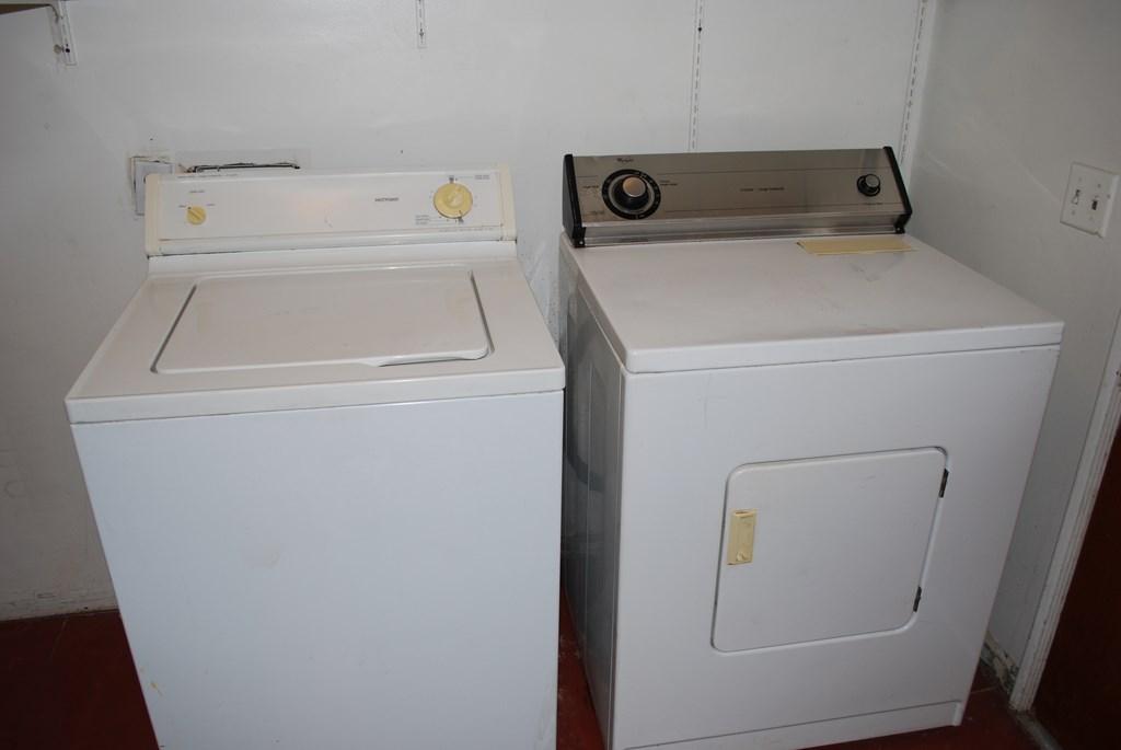 2601 E. Waverly St 1 Laundry